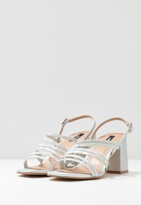 ONLY SHOES - ONLAMANDA STRING HEELED  - Sandály - silver - 3