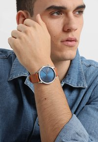 Komono - THE WINSTON - Watch - regal blue cognac - 0