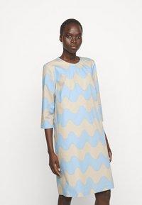 Marimekko - CLASSICS HAVAITTU PIKKU LOKKI DRESS - Day dress - blue/sand - 0