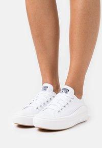 Converse - CHUCK TAYLOR MOVE PLATFORM - Zapatillas - white - 6