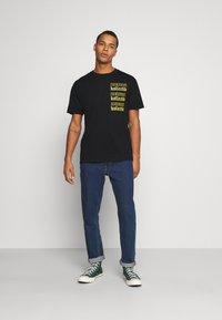 Common Kollectiv - GOTHIC TEE UNISEX - T-shirt imprimé - black - 1