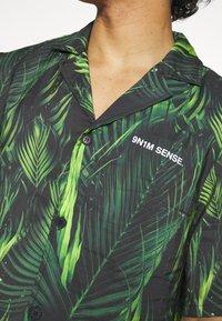 9N1M SENSE - SPECIAL PIECES UNISEX - Shirt - black/green - 6