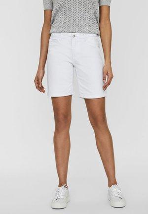 SHORTS VMSEVEN NORMAL WAIST - Short en jean - bright white