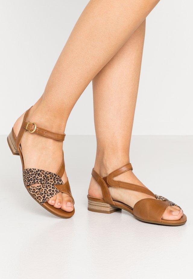 Sandalias - camel/natur