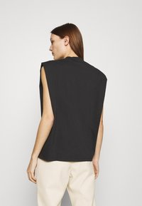 Selected Femme - SLFLEANNE PADDED TEE - Print T-shirt - black - 2
