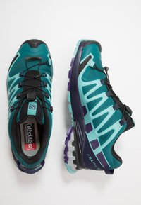 Salomon - XA PRO 3D V8 GTX - Chaussures de running - shaded spruce/evening b/meadowbrook