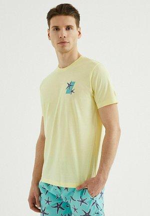 STARFISH - Print T-shirt - french vanilla