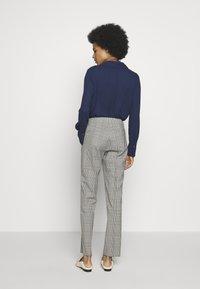 WEEKEND MaxMara - CINGHIA - Trousers - galles bianco/nero/marrone - 2