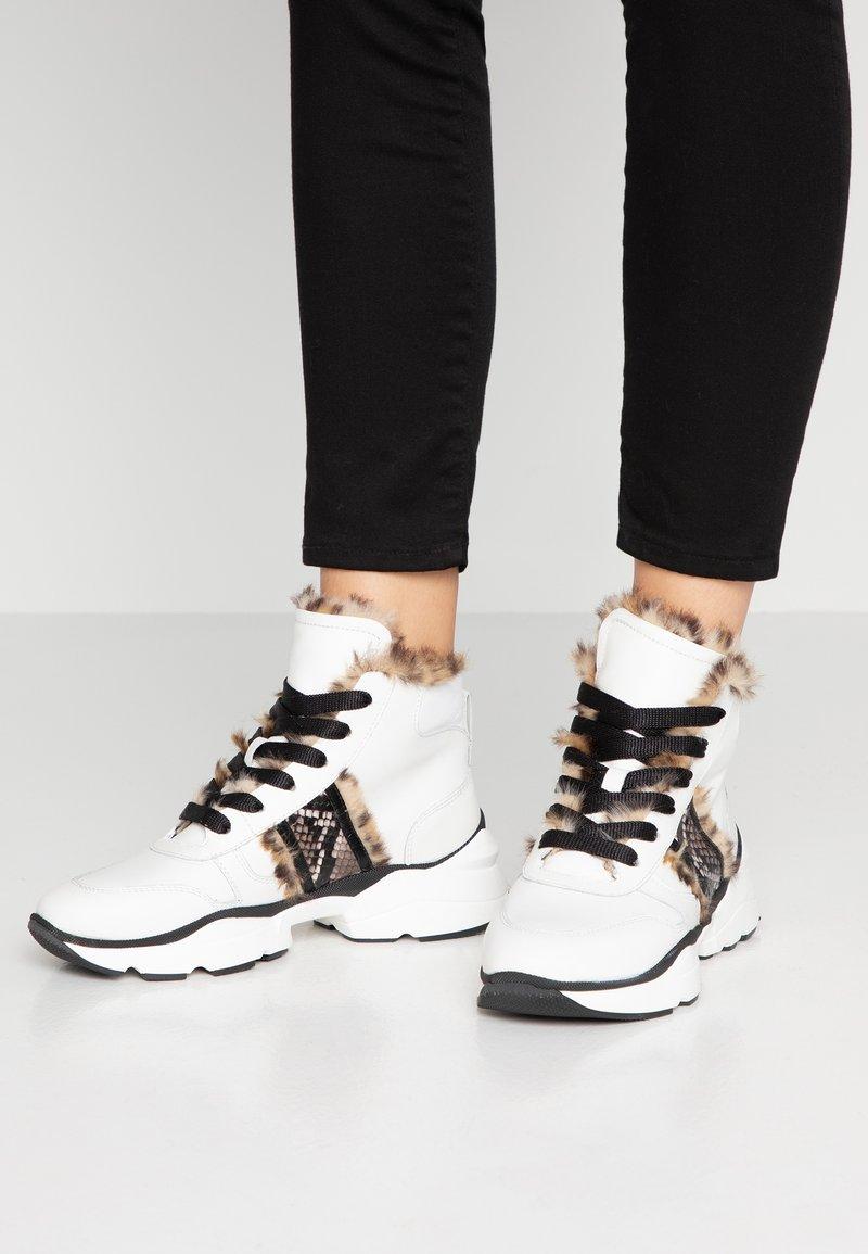 Maripé - Ankle boots - bianco/nero