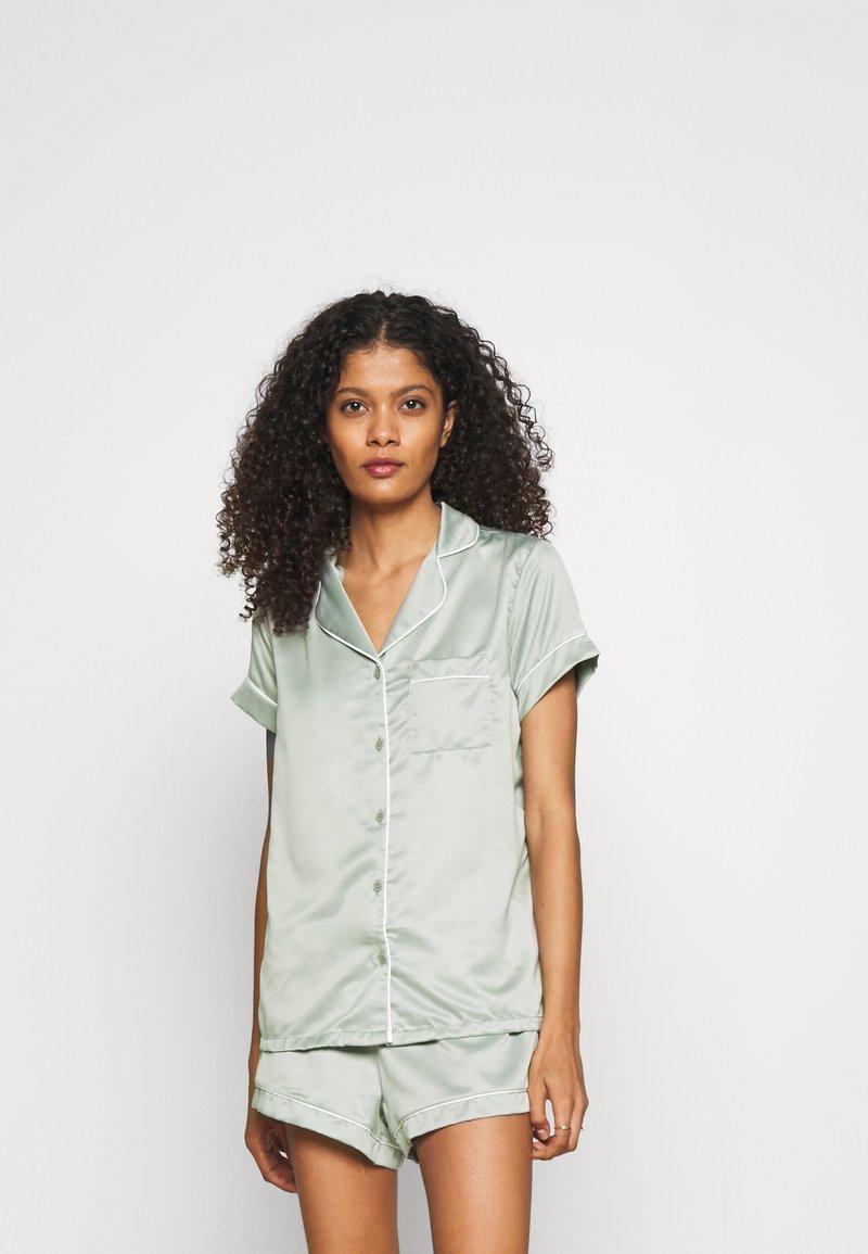 Loungeable - TRADITIONAL SHORT SLEEVE SHIRT  - Pyjama - green