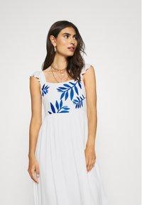 comma - Długa sukienka - off white - 3