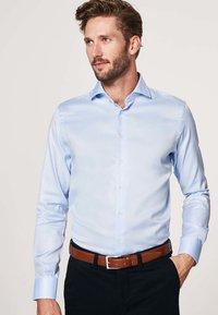 PROFUOMO - SLIM FIT - Formal shirt - licht blauw - 0