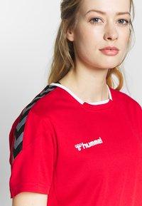 Hummel - HMLAUTHENTIC  - T-shirt print - true red - 3