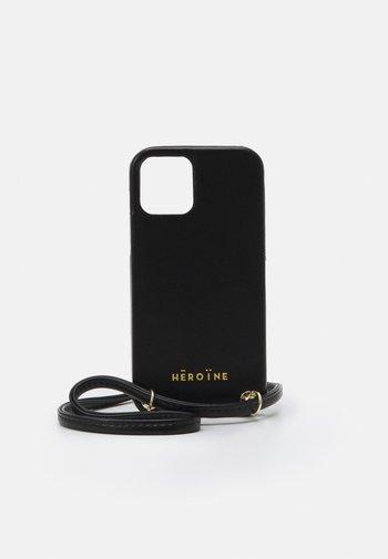 YUNA IPHONE 12 HANDYKETTE NECKLACE - Phone case - black