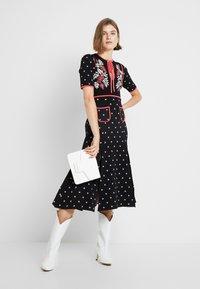 Alice McCall - LADY DAY MIDI DRESS - Pletené šaty - black - 2