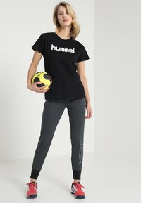 Hummel - HMLGO  - T-shirt z nadrukiem - black - 1