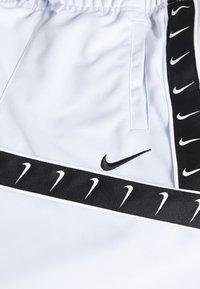 Nike Sportswear - TAPE - Trainingsbroek - football grey - 3