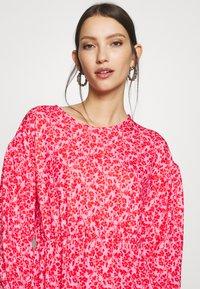 Wednesday's Girl - DROP SHOULDER BALLOON SLEEVE MINI DRESS - Trikoomekko - red/pink - 4