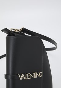 Valentino Bags - AURE - Across body bag - nero - 4