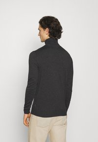 Jack & Jones PREMIUM - JPRFAST ROLL NECK  - Stickad tröja - dark grey melange - 2