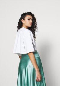 adidas Originals - CROP - Print T-shirt - white - 2