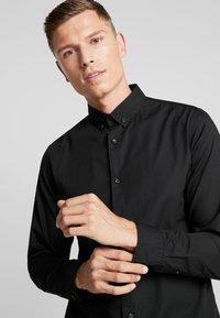 Produkt - PKTDEK SHARIF - Skjorter - black - 3