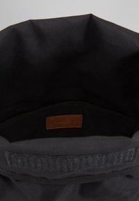 Pier One - UNISEX - Plecak - brown/black - 4
