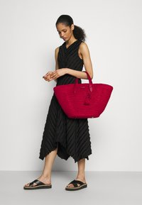 kate spade new york - TOTE - Handtasche - red - 0