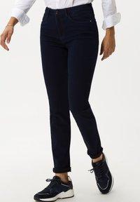 BRAX - STYLE SHAKIRA - Jeans Skinny Fit - clean dark blue - 0