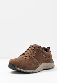Skechers - SENTINAL - Sneaker low - dark brown - 2