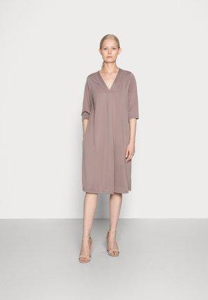 MODALA DRESS - Robe en jersey - faded brown