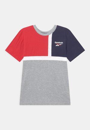 COLOURBLOCK - T-shirt con stampa - red