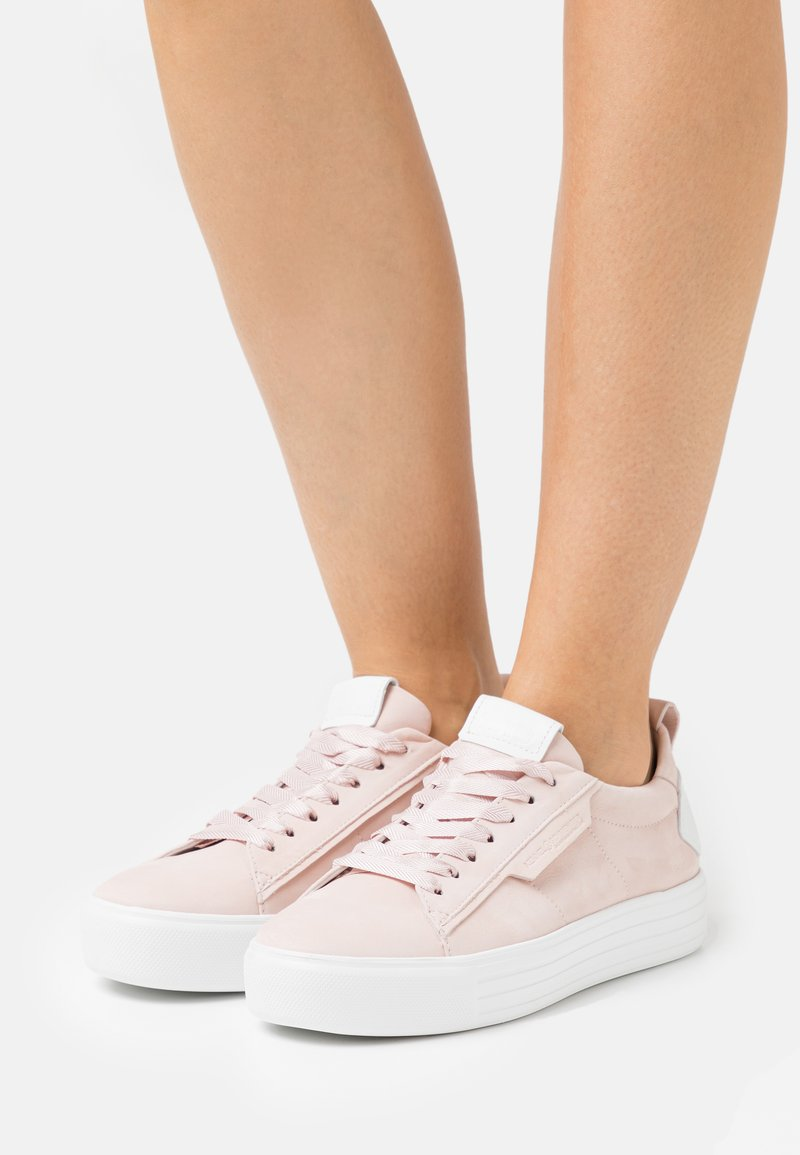 Kennel + Schmenger - UP - Sneakers laag - baby rose/bianco