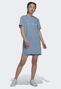 adidas Originals - ORIGINALS TREFOIL MOMENTS DRESS LOOSE - Jersey dress - blue - 1
