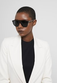 Burberry - Sunglasses - black - 4