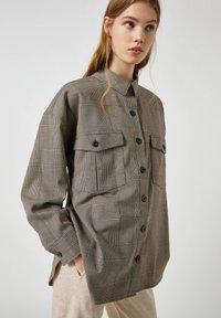 PULL&BEAR - Button-down blouse - mottled black - 3