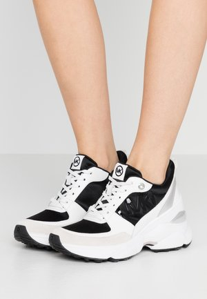 MICKEY TRAINER - Matalavartiset tennarit - black/optic white