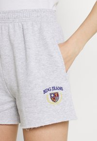 BDG Urban Outfitters - CREST EMBROIDERED LOGO - Shorts - grey marl - 4