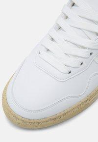 Genesis - G-SOLEY N-PELLE ECO UNIXEX - Sneakers basse - white - 4