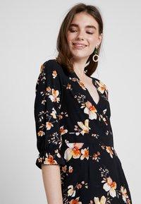 Vero Moda - VMREEDA V NECK DRESS - Day dress - navy blazer - 3