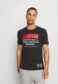 Champion - LEGACY TRAINING CREWNECK - T-shirt con stampa - black - 0