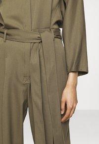 3.1 Phillip Lim - 3/4 BELTED JUMPSUIT - Jumpsuit - fir green - 6