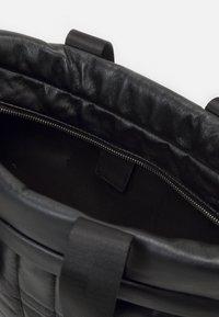 PARFOIS - BRIEFCASE FLUFFY SET - Laptop bag - black - 2