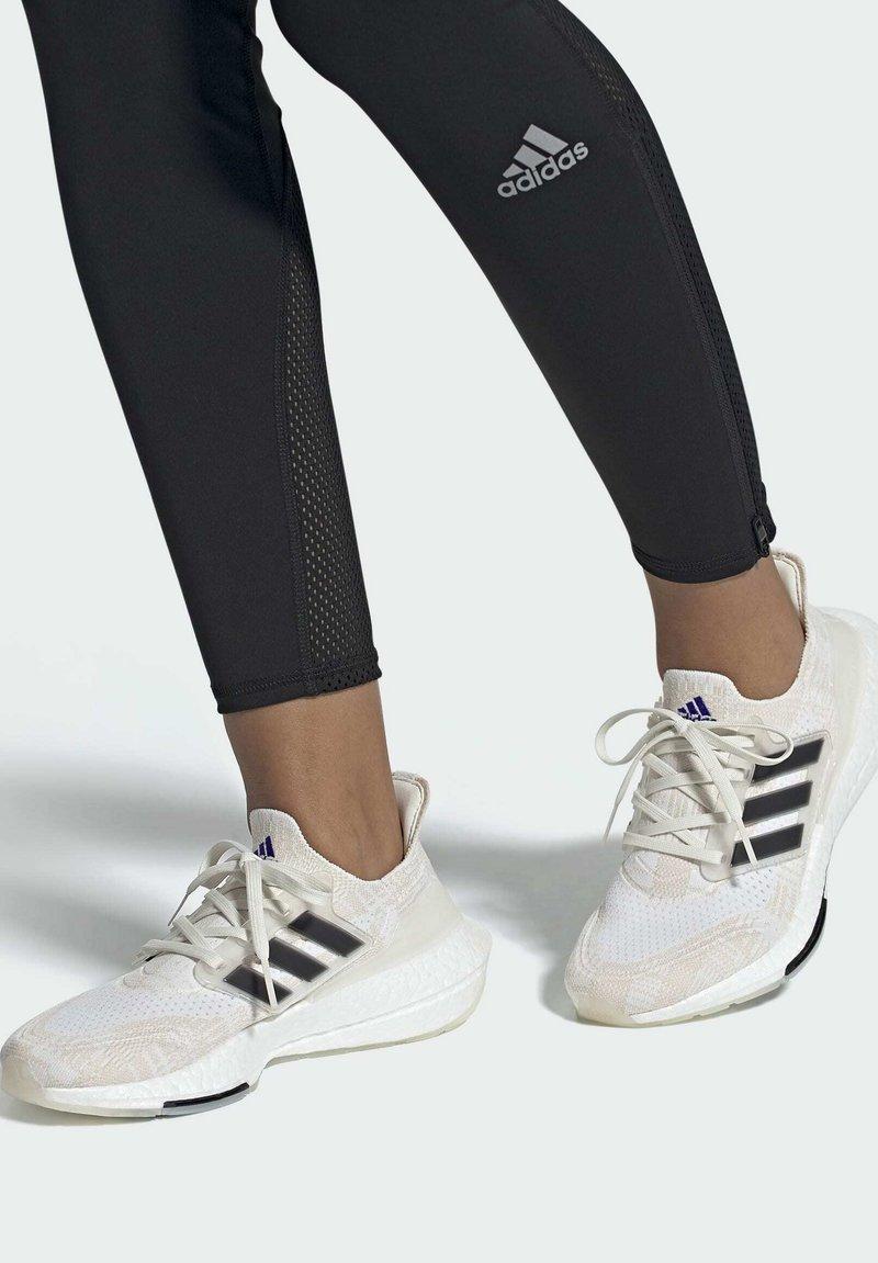 adidas Performance - Zapatillas de running estables - white