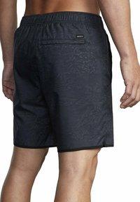 RVCA - Shorts - hawaiian camo - 1