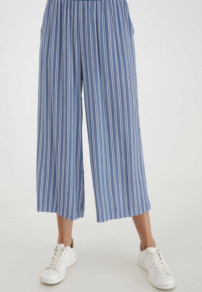 ICHI - Trousers - coronet blue