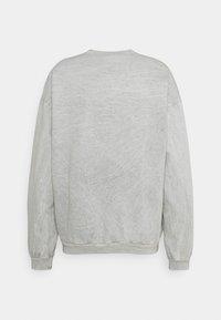 Kaotiko - CREW WASHED BEETLE UNSIEX - Sweatshirt - grey mel - 1