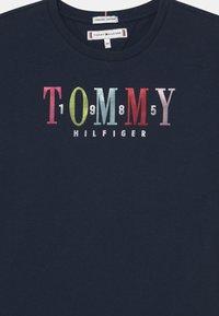 Tommy Hilfiger - MULTI TEXT - Print T-shirt - twilight navy - 2