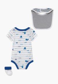 Nike Sportswear - BABY SET  - Geboortegeschenk - white - 1