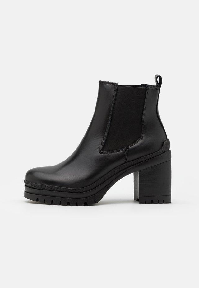 YASTIPO BOOTS - Botki na platformie - black